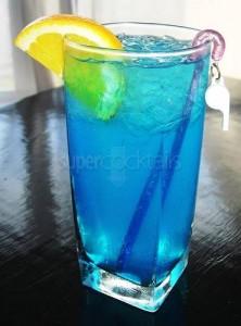 El refresco de Sprite o SevenUp, le aporta algo de dulzura, pero no modifica el sabor final como si haría un zumo.